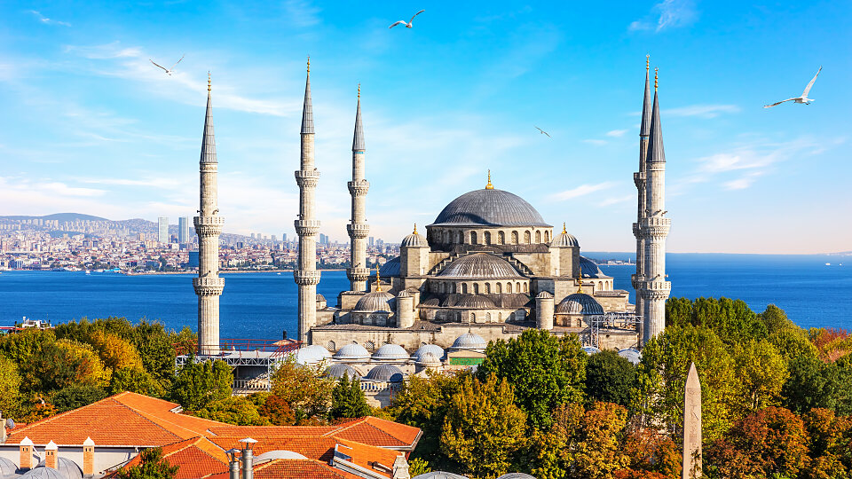 /images/r/blur-mosque_istanbul/c960x540g0-149-6360-3725/blur-mosque_istanbul.jpg
