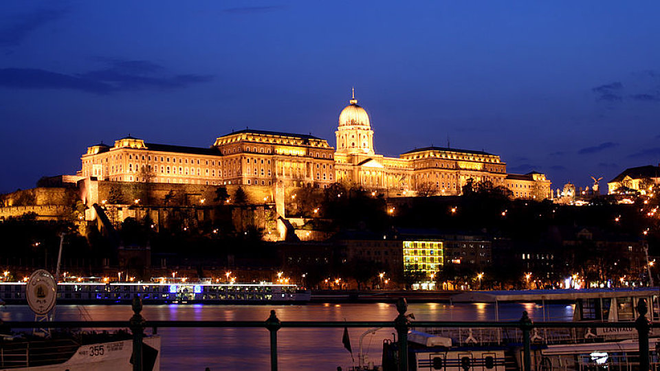 /images/r/budapest_castle_night_5/c960x540g1-55-800-504/budapest_castle_night_5.jpg