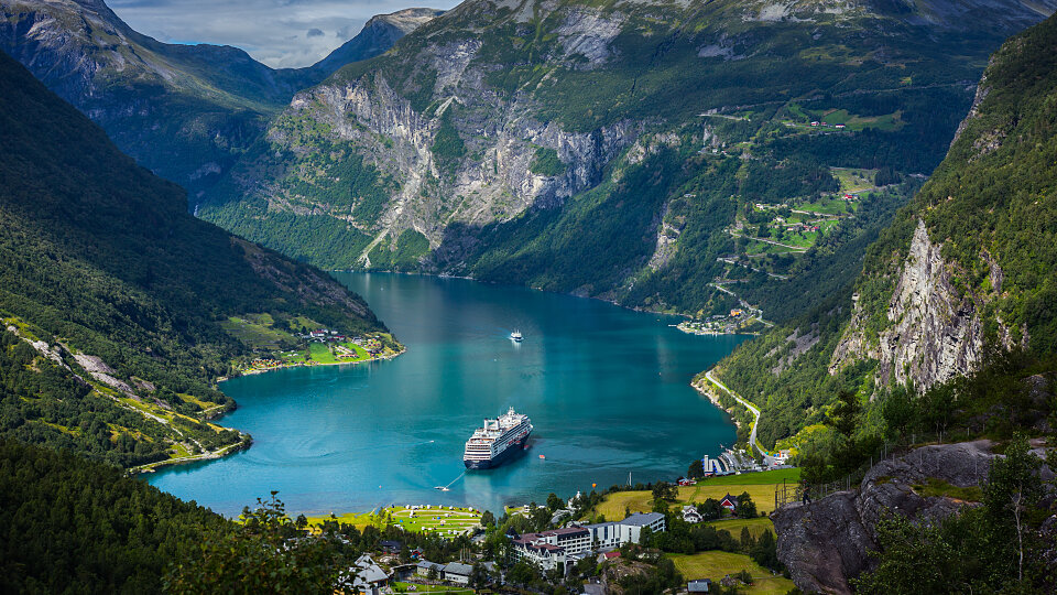 /images/r/geiranger-fjord_norway-2/c960x540g0-572-5471-3648/geiranger-fjord_norway-2.jpg